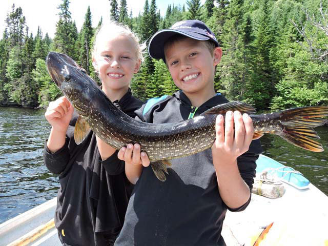 Tyler and Thalie A family Fishing trophy